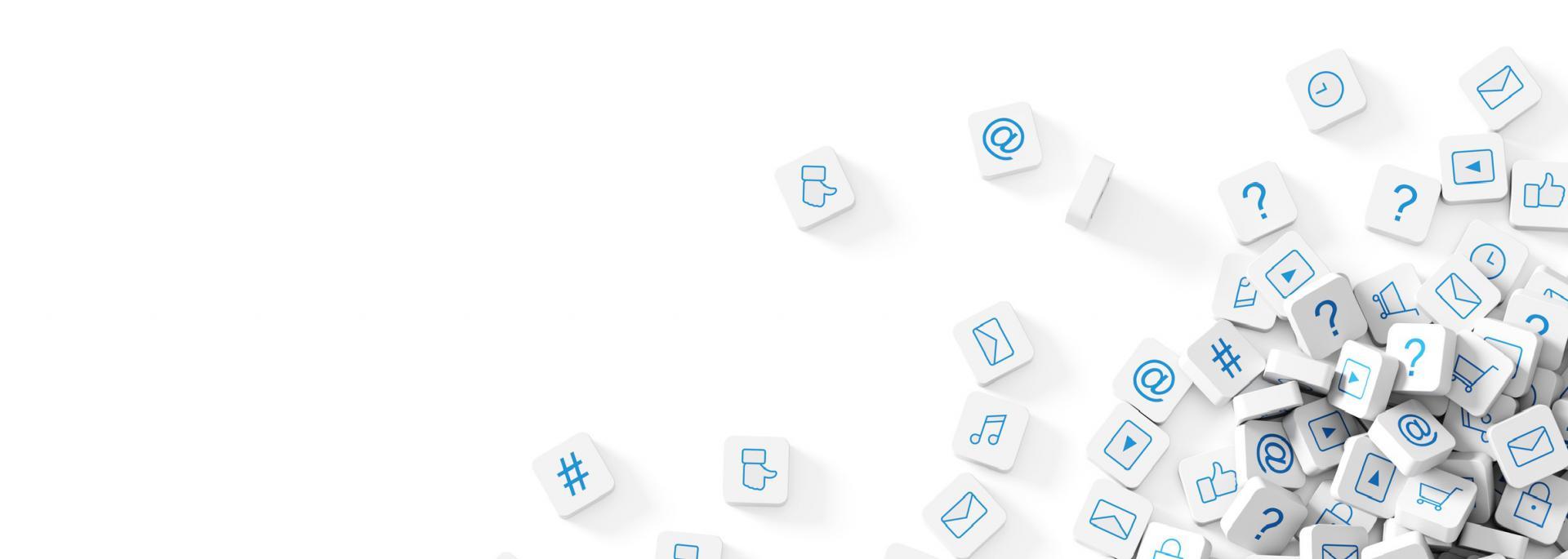 Würfel mit Social Media Symbolen auf weißem Untergrund